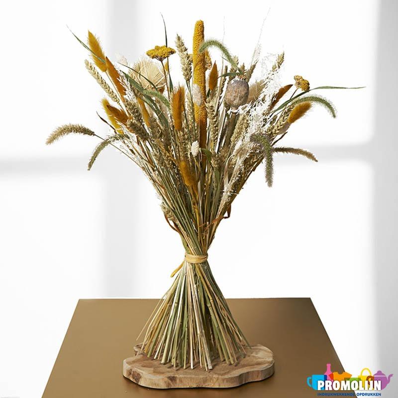 Schoof van droogbloemen en bloeiwijzen
