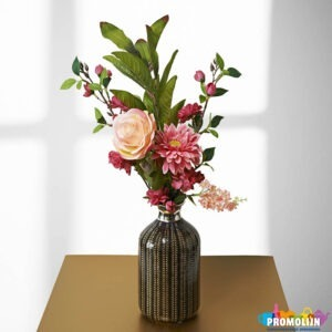 Vaas met kunstbloemen boeketje